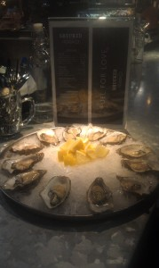Oysters at Shucked, Publika
