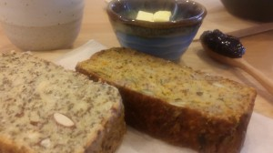 The texture is perfect and the composition super healthful! On the left is a paleo bread with chia seed, and on the right, a spicy gluten-free bread.